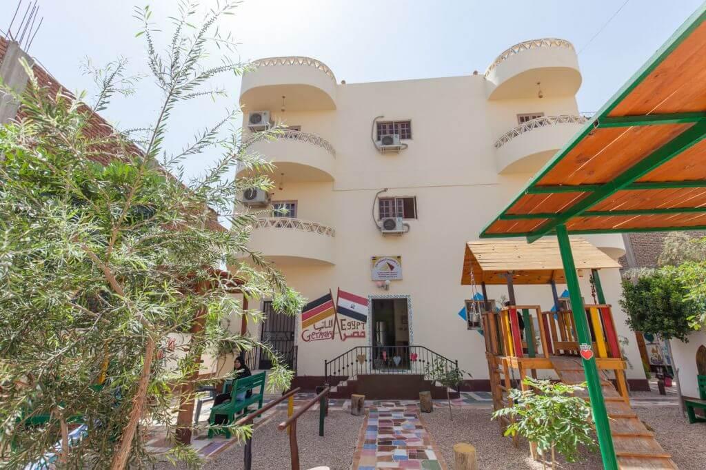 Die kleine Pyramide - Therapie- und Sozialzentrum in Luxor